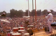 Yogi Bhajan addressing festival attendees 1969